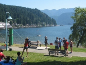 Waiting for the first Knee Knacker finishers in Deep Cove.